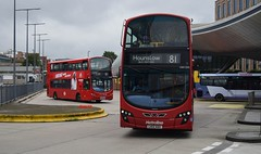 81's at Slough (KLTP17) Tags: 81 slough metroline wrightbus gemini vw1255 london bus