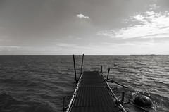 Vers ... (Atreides59) Tags: water eau mer sea ciel sky nuages clouds paysbas netherlands holland hollande black white nb bw blackandwhite noir blanc noiretblanc pentax k30 k 30 pentaxart atreides atreides59 cedriclafrance