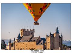 Privileged view (Ignacio Ferre) Tags: segovia alcázardesegovia castillo castle comunidaddecastillayleón españa spain nikon globo aerostato balloon airballoon ngc