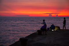 628A9898 (中古的995) Tags: 鳳鼻 鳳坑 鳳坑漁港 剪影 夕陽 新竹 5d3 5diii 2470is 2470f4 彩霞 霞光