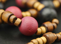 Necklace (Helen Orozco) Tags: macromondays madeofwood hmm beads macro woodenbeads necklace dosequis doublex freebie
