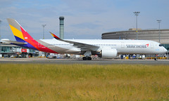 HL8360, Airbus A350-941, c/n 234, OZ/AAR/Asiana/Asiana Airlines, CDG/LFPG 2019-07-07, seconds from docking at Gate Yankee 4 @ Terminal 1. (alaindurandpatrick) Tags: oz aar asiana asianaairlines airlines airliners a350 a350900 a350941 airbusa350 airbusa350900 airbusa350941 jetliners cdg lfpg parisroissycdg airports aviationphotography
