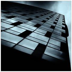 Blue (frodul) Tags: architektur ausenansicht detail diagonale fassade gebäude fenster gebäudekomplex glasfassade konstruktion linie outdoor spiegelung verwaltungsgebäude berlin blue architecture