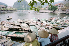 Shade (Tim Roper) Tags: leica vietnam film portra400 kodak portra elmarit 28mm m6 tam coc ninh binh