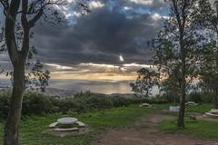 Merendero (Jesús Carmona) Tags: amanecer garciaaldave ceuta nube rayo arbol mar paisaje