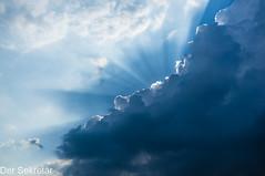 Himmel an der Ostsee --- Sky at the Baltic Sea (der Sekretär) Tags: himmel sonne sonnenlicht sonnenstrahl strahl wolke wolken blau blue bright cloud clouds hell rayofsunshine sky sonnig sun sunbeam sunlight sunny weiss white