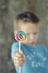 🍭🍭🍭 (PattyK.) Tags: lollipop colourful colours boy myson snapseed nikond3100 χρώματα γλειφιτζούρι αγόρι