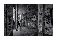 Jeux d'enfants ! (bertranddorel) Tags: art artiste blackandwhite bw bn bretagne biancoenero blancoynegro blancetnoir contrast city ciutad d750 deux day europe enfant 35 enfants france graphique geometrique grey human humain holidays intramuros jeu light lumière life lignes mono monochrome monocromo maison mur noiretblanc nikon nb nikkor noir ngc nero negro ombre people personne rue ruelle street streetphoto saintmalo silhouette town tag urban urbain urbano urbanart urbanwalls ville vie vieux wb young y