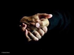 Mani di Mara (Fabrizio Pisoni) Tags: 2019 lucecontinua maralazzari people ritratti mani mano ritratto sfondonero