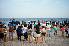 Crowd (dtanist) Tags: nyc newyork newyorkcity new york city sony a7 7artisans 35mm brooklyn coney island beach sand sea shore search rescue missing police nypd fdny firefighters crowd onlookers