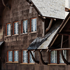 Old Faithful Inn (oldogs) Tags: yellowstone hotel inn siding woodsiding rustic architecture rusticarchitecture nationalparkservicerustic lines curves woodshingle texture