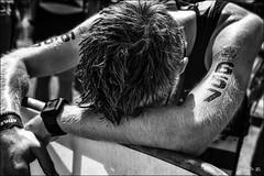 Le temps du repos... /  Rest time... (vedebe) Tags: homme humain people human sport sportifs triathlon marseille ville city rue street urbain urban noiretblanc netb nb bw monochrome