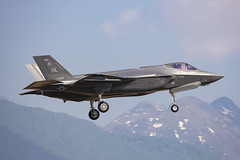 15-5183, Lockheed F_35A Lightning II US Air Force @ Aviano LIPA (LaKi-photography) Tags: flugzeug plane jet avion fighter aircraft jagdflugzeug airport airbase airfield aeroporto aeropuerto flughafen flugplatz luftwaffe airforce forcaaerea usaf usairforce havalimanı havakuvvetleri самолет 航空機 аэропорт 空港 エアフォース ввс военновоздушныесилы italia italien italy aviation aviación aviaciónmilitar military militär aviano lipa lockheed f35 spotting canon eos5dsr