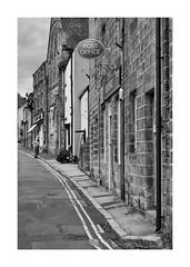 The Road to Scarthins (PeteZab) Tags: cromford village street road buildings people scarthins yellowline doubleyellow blackandwhitw bw mono