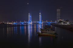 KTCC Drawbridge - Kuala Terengganu (zairulyo~) Tags: drawbridge landscape malaysia morning images boat moon leefilter filter light blue