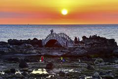 Sunset @ Shihmen Cave  石門洞落日 (Jennifer 真泥佛 * Taiwan) Tags: 北海岸 台灣風景 石門洞 新北市 日落 石門區 夕陽 風景
