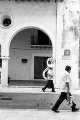 Tuba y Sax (Marcos Núñez Núñez) Tags: music streetphotography national tuba sax blackandwhite blancoynegro street arco veracruz mx canoneosrebelt5 bw instrumentos música