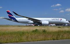 PR-XTE, Airbus A350-941, c/n 048, LATAM Airlines Brasil, ex A7-AMC, CDG/LFPG 2019-07-06, taxiway Alpha-Loop. (alaindurandpatrick) Tags: jj tam latam latamairlinesbrasil airlines airliners airports jetliners airbus airbusa350 airbusa350900 airbusa350941 a350 a359 a350941 cdg lfpg parisroissycdg aviationphotography