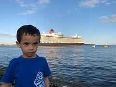 Ezra and the Cunard Queen Elizabeth (brownpau) Tags: iphonex cunard cruise ship queenelizabeth canada novascotia halifax halifaxharbour ships ezra ezraordo
