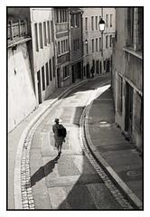 Promeneuse dans la montée du Gourguillon Lyon (freephysique) Tags: