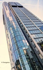 Main Tower Frankfurt (petra.foto busy busy busy) Tags: architektur hochhaus wolkenkratzer gebäude frankfurt cityscape innenstadt city fotopetra canon eosrp 1635 maintower aussichtsturm aussichtsplattform germany