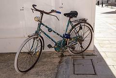 Bicicleta flower-power. Sant Francesc (Nebelkuss) Tags: formentera santfrancesc fujixt1 fujinonxf1855 bicicleta cycle oxido oxide flowerpower