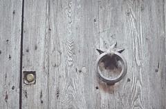 Silence... (esterc1) Tags: aldaba puerta madera italia montepulciano minimalism crazytuesday