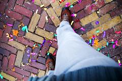 La fête est finie (Atreides59) Tags: volendam holland hollande paysbas netherlands pied foot pieds feet couleurs colors rouges red pentax k30 k 30 pentaxart atreides atreides59 cedriclafrance