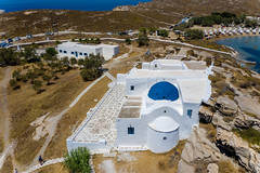 Kloster Agios Ioannis Detis ist ein Kalksteinhaus mit blauer Kuppel auf der griechischen Ferieninsel Paros