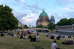 Moon over the Berliner Dom (Marc Merlin) Tags: berlinerdom spreeriver berlin jamessimonpark germany