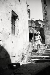 (Ah - Wei) Tags: contaxt2 kentmere400bw bw film people street women