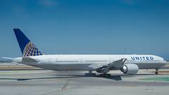 N2142U (gankp) Tags: sanfranciscosfo sfo n2142u unitedairlines 777322er
