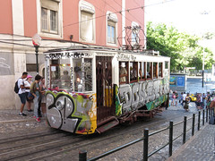 Carris_Cable_car_Gloria_Lisbon_tram_Portugal (7) (OOMYV) Tags: cablecar carris lisbon oomyv201709 pt portugal tram overseas railroad railway train ●海外 ケーブルカー トラム ポルトガル ポルトガルの鉄道 リスボン 列車 海外 路面電車 鉄道 リスボン地域