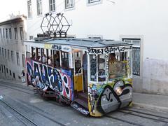 Carris_Cable_car_Gloria_Lisbon_tram_Portugal (12) (OOMYV) Tags: cablecar carris lisbon oomyv201709 pt portugal tram overseas railroad railway train ●海外 ケーブルカー トラム ポルトガル ポルトガルの鉄道 リスボン 列車 海外 路面電車 鉄道 リスボン地域