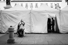 (fernando_gm) Tags: 35mm xt1 fujifilm madrid monochrome monocromo monocromatico gente people person persona hombre man fuji f14 city ciudad spain españa street streetlife calle callejera