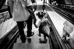 Confiance. (LACPIXEL) Tags: confiance confianza confidence trust main mano hand adulte adult adulto enfant niña child kid escalator escaleraeléctrica rue street calle nobl blackwhite sony flickr lacpixel
