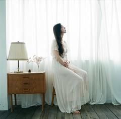 (有喵的生活) Tags: hasselblad 503cxi c80mm t fujifilm pro400h 120 6x6 square 過期負片 taiwan taipei portrait bokeh light me photobycharles