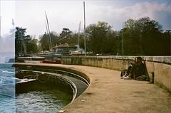 VERSOIX PORT CHOISEUL (OLDLENS24) Tags: amoureux couple jetée ponton voile voilier sail sailling