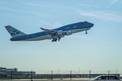 Boeing 747-400 - KLM PH-BFY - Schiphol - NL (Frans Berkelaar) Tags: phbfy 'cityofjohannesburg' nl klm 100jaarklm boeing747400 backlight luchthavenschiphol noordholland nederland royaldutchairlines klmairfrance koninklijkeluchtvaartmaatschappij zwanenburgbaan