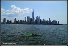 REMAR CONTRA LA CORRIENTE. PADDLE AGAINST THE CURRENT. NEW YORK CITY. (ALBERTO CERVANTES PHOTOGRAPHY) Tags: paddle wtc nyc usa manhattan city lowermanhattan oneworldobservatory ocean river lake sea mar water building torre tower sky nubes clouds remar sport freedomtower indoor outdoor blur retrato portrait streetphotography photography photoborder photoart art creative lightcolor color colores colors brillo bright brightcolors skyline skyscraper citiscapes landscapes landscape flickrunitedaward flickr united award ola wave icono iconic historia history newyorkbuilding
