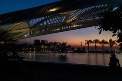 Começa a noite - Rj (mariohowat) Tags: noturnas museudoamanhã crepúsculo arquitetura brasil brazil canonm3 silhuetas