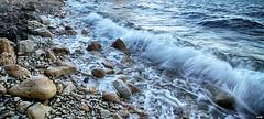 Sentado a la orilla (candi...) Tags: playa piedras olas orilla naturaleza nature airelibre sonya77ii agua