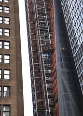 Cinquante nuances de brun... (P.Ardieu) Tags: newyork immeuble graphique graffic brown brun marron building