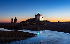 _DSC7119 - Visitors of the Capela do Senhor da Pedra (AlexDROP) Tags: 2019 portugal porto europe art travel architecture color cityscape skyline sea water church bluehour people nikond750 tamronaf1735mmf284diosda037 best iconic famous mustsee picturesque postcard