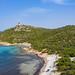 Blick aus dem Strand von Porto Giunco auf den Turm, Sardinien, Italien