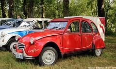Citroën 2CV (from Washington State, USA) (Wouter Bregman) Tags: 923mgv citroën2cv 2pk eend geit deuche deudeuche 2cv6 red rood rouge célébrationcentenairedecitroën célébration centenaire citroën 2019 lafertévidame 28 eureetloire eure et loire france frankrijk vintage old classic french car auto automobile voiture ancienne française vehicle outdoor