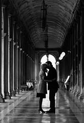 Il bacio a Venezia (Marco Butera) Tags: bacio venezia portici berengogardin kiss venice arcade blackandwhite