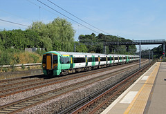 377209 377213 Carpenders Park (CD Sansome) Tags: carpenders park station wcml west coast main line train trains southern rail tsgn gtr govia thameslink railway great northern electrostar 377 377209 377213