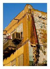 les murs d'Assouan (Marie Hacene) Tags: assouan egypte ville rue street urbain maison tapis fenetre volet