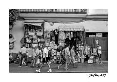 Tienda China (Jose Pinero) Tags: tienda china mercado ventas blanco y negro personas streetphotography street callejera casa antigua